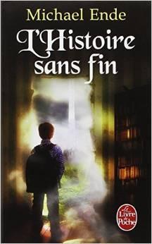 Couverture du livre l'histoire sans fin de Michael Ende: un garçon fait face à une fenêtre étrange ouverte sur un autre monde