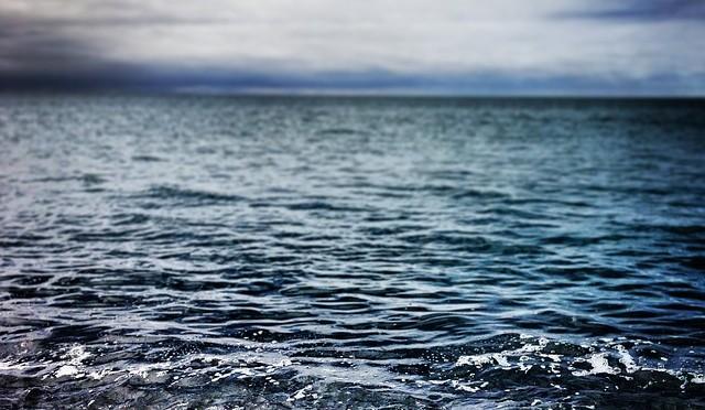 waves-336696_640