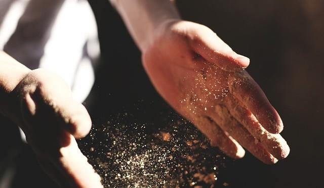 hands-731265_640