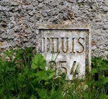 400px-Aqueduc_de_la_Dhuis_-_Hectometer_Sign_in_Chessy,_Seine-et-Marne